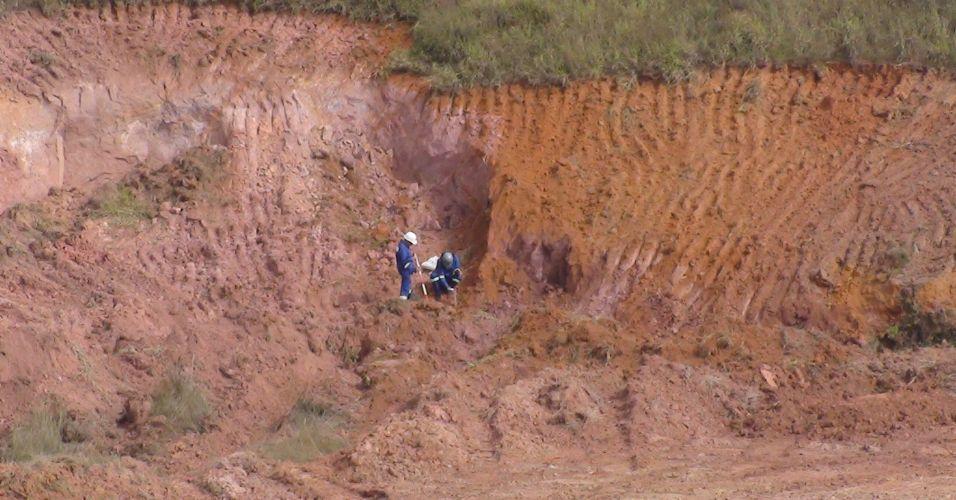 Operários iniciam processo de terraplanagem no Itaquerão