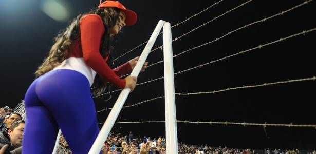 Neste ano, ser a paraguaia Larissa Riquelme quem mostrar os uniformes do Amrica-PE