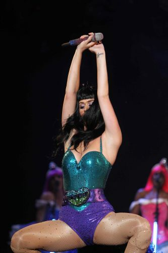Katy Perry capricha no viusal durante show no Rock in Rio, em 2011