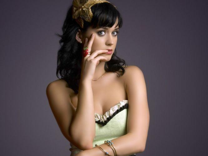 Katy Perry terminou o casamento há pouco mais de um mês e agora os pais querem que a cantora se encontre com Tim Tebow