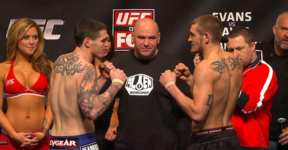 Chris Camozzi (e) faz a primeira luta da noite neste sábado, contra Dustin Jacoby