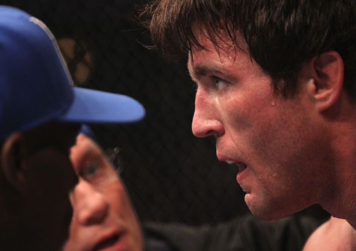 Sonnen descansa no intervalo, em combate muito parelho com Bisping; norte-americano venceu e vai encarar Anderson Silva