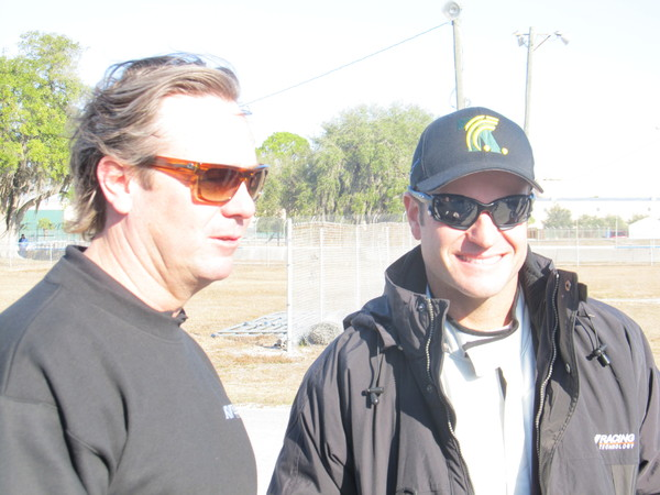 Barrichello ao lado de Jimmy Vasser, um dos dirigentes da KV Racing, equipe da Frmula Indy em que o piloto fez teste nesta segunda-feira