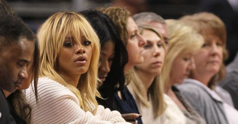 A cantora Rihanna acompanhou de perto a vitria do Denver Nuggets contra o Los Angeles Clippers