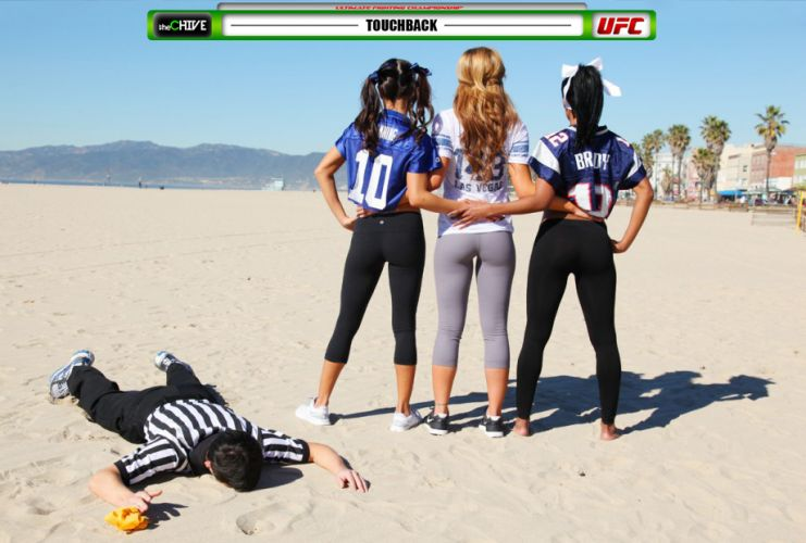 As belas ring girls do UFC, Arianny Celeste, Chandella Powell e Brittney Palmer, aproveitaram o clima do Super Bowl, que ocorre neste fim de semana, e foram at a praia para um ensaio vestidas de jogadoras de futebol americano