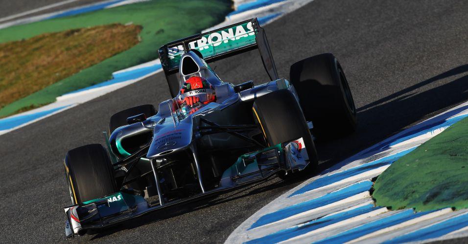 Depois de participar só da segunda fase dos treinos na terça-feira, Schumacher foi o primeiro piloto da Mercedes GP a andar nesta quarta-feira