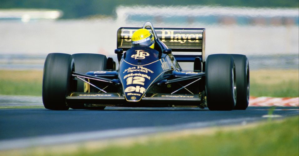 Em 1986, Ayrton Senna correu pelo famoso carro preto e dourado da Lotus