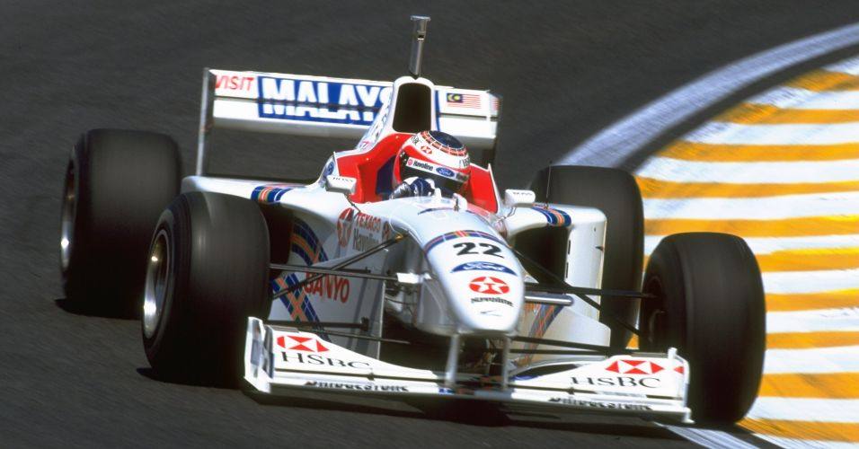Rubens Barrichello tambm passou pela Stewart. Na foto, o modelo  de 1997