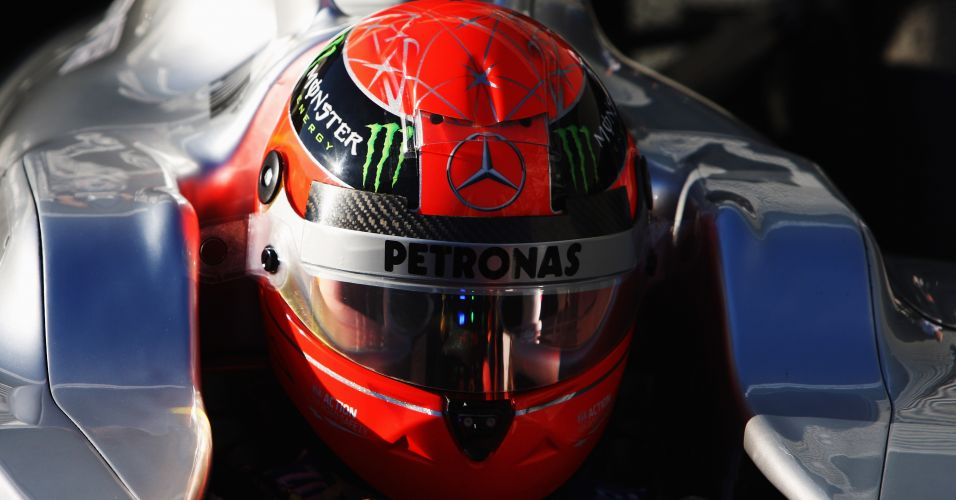 Capacete que Michael Schumacher usou nos testes de 2012