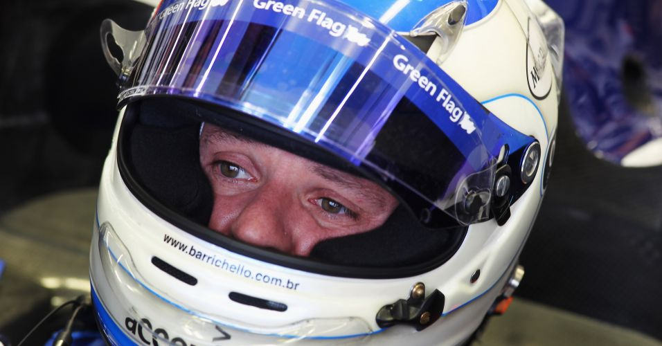 Detalhe do capacete usado por Rubens Barrichello em 2010