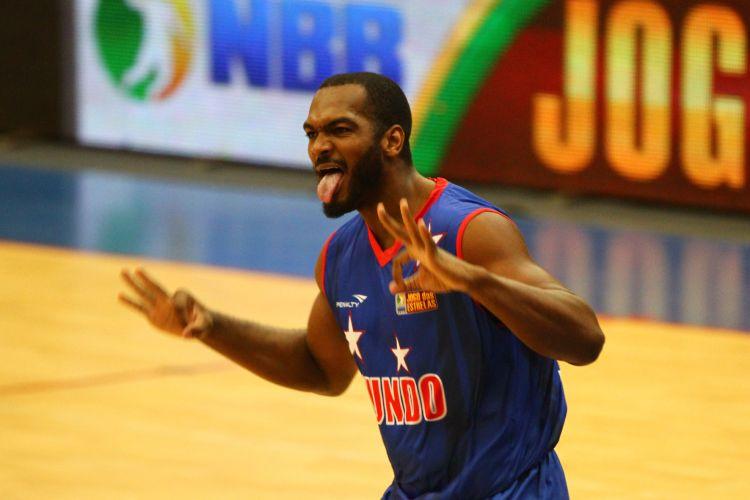 Os estrangeiros, que jogaram de azul, foram derrotados pelo time brasileiro no Jogo das Estrelas do NBB