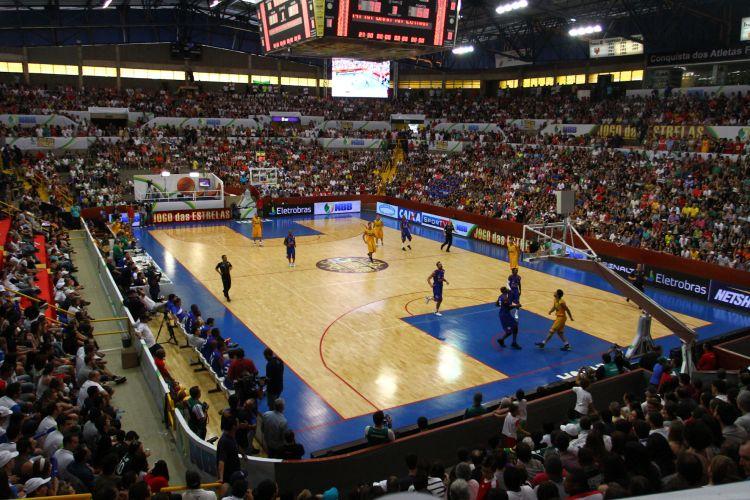Visão geral do ginásio em Franca, lotado para o Jogo das Estrelas