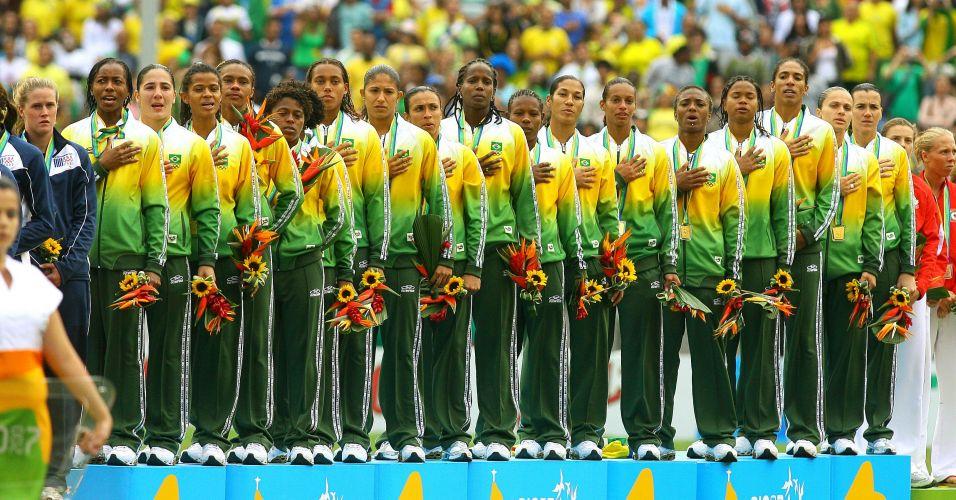Falcão liderou a participação brasileira nos Jogos Pan-Americanos do Rio de Janeiro. A seleção brasileira terminou com a medalha de ouro na modalidade