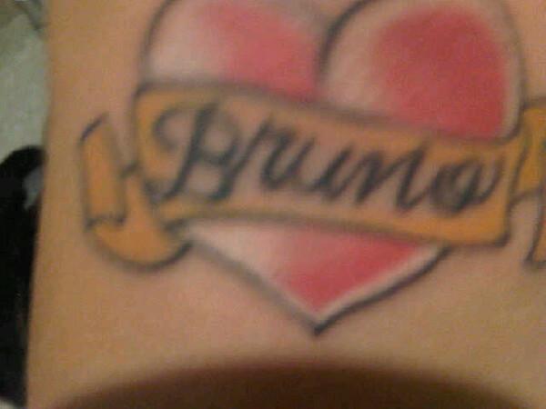 Dani Souza, a Mulher Samambaia, mostra nova tatuagem que fez em homenagem ao namorado Dentinho, atacante do Corinthians cujo nome é Bruno Bonfim