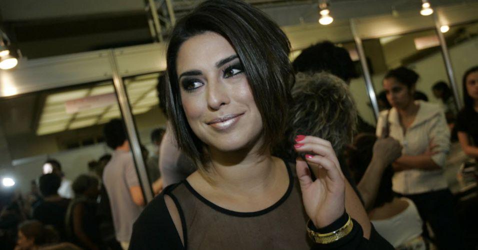 Fernanda Paes Leme visita o Hair Fashion Show, desfile de cabelos e penteados no Jockey Club de São Paulo