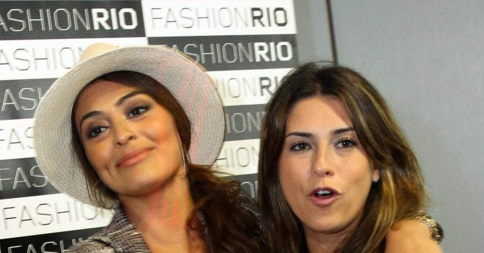 As atrizes Juliana Paes e Fernanda Paes Leme no terceiro dia do Fashion Rio, no Piér Mauá, Rio de Janeiro