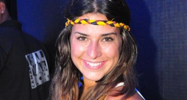 A atriz Fernanda Paes Leme em camarote no Carnaval de Salvador