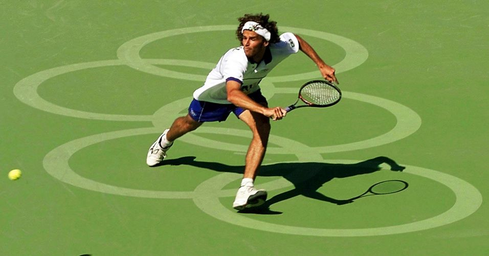 Campanha de Gustavo Kuerten na briga por uma medalha nos Jogos Olmpicos de Sydney-2000 parou nas quartas de final contra o russo Yevgeny Kafelnikov