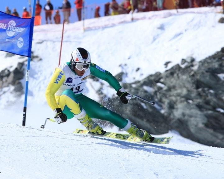 Brasileiro Jhonatan Longhi, criado na Itália, disputa prova de esqui