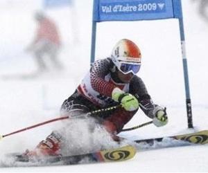 Maya Harrisson, esquiadora do Brasil em ação em prova de slalom