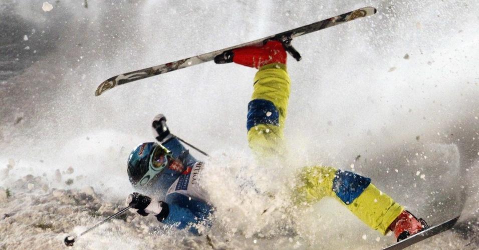 Canadense Chloe Dufour-Lapointe tem queda feia na disputa do esqui estilo livre, no mugols, de esqui estilo livre