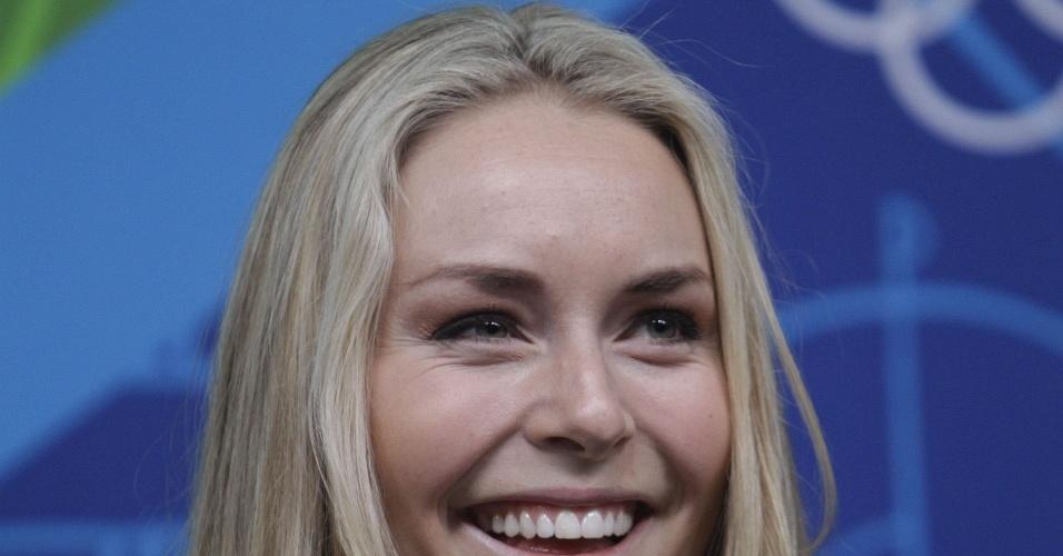 Lindsey Vonn sorri durante coletiva de imprensa em Vancouver