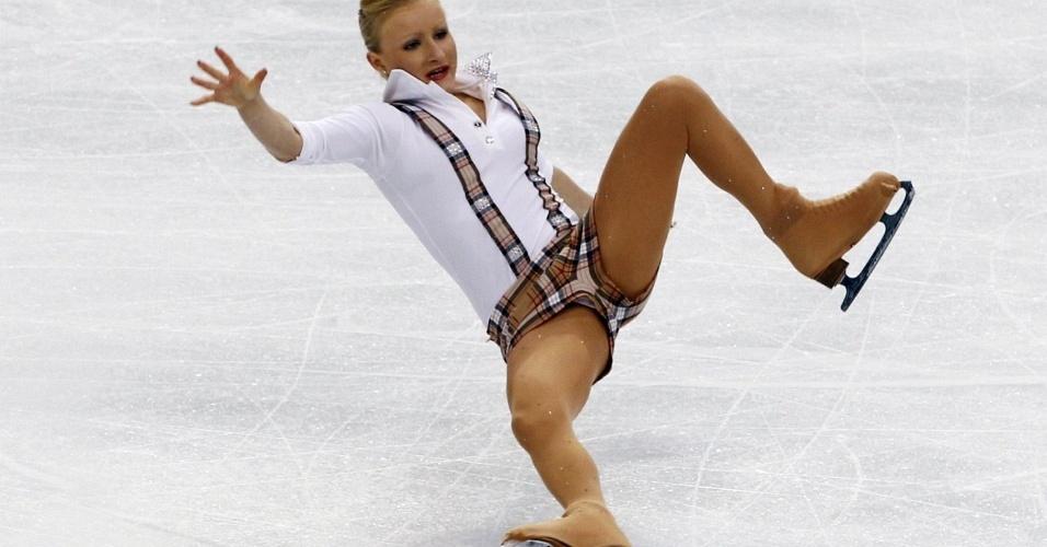 Atleta suíça cai durante apresentação na patinação artística em Vancouver