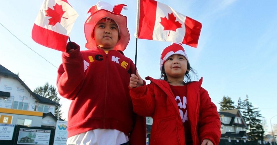 Torcida do canadá se agita durante os Jogos de Inverno de Vancouver
