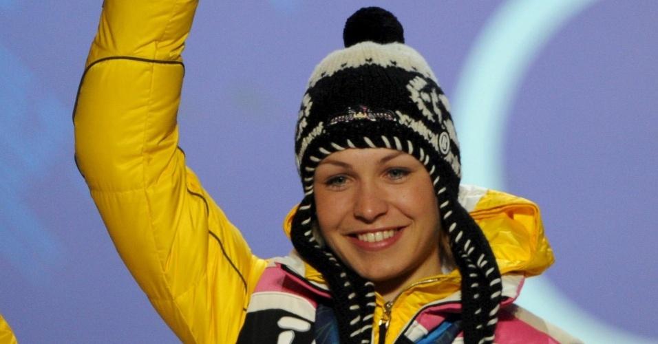 Magdalena Neuner comemora o ouro no biatlo