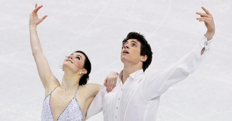 Tessa Virtue e Scott Moir, do Canadá, finalizam rotina que lhes rendeu o ouro na dança sobre o gelo