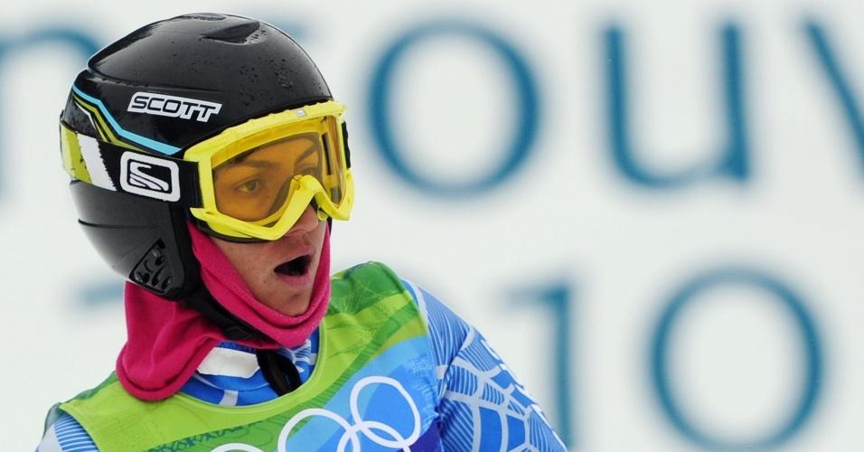 A esquiadora iraniana Marjan Kalhor termina prova do slalom gigante em Vancouver