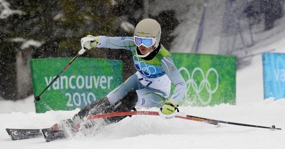 Brasileira Maya Harrisson acaba a competição do slalom na 48ª colocação