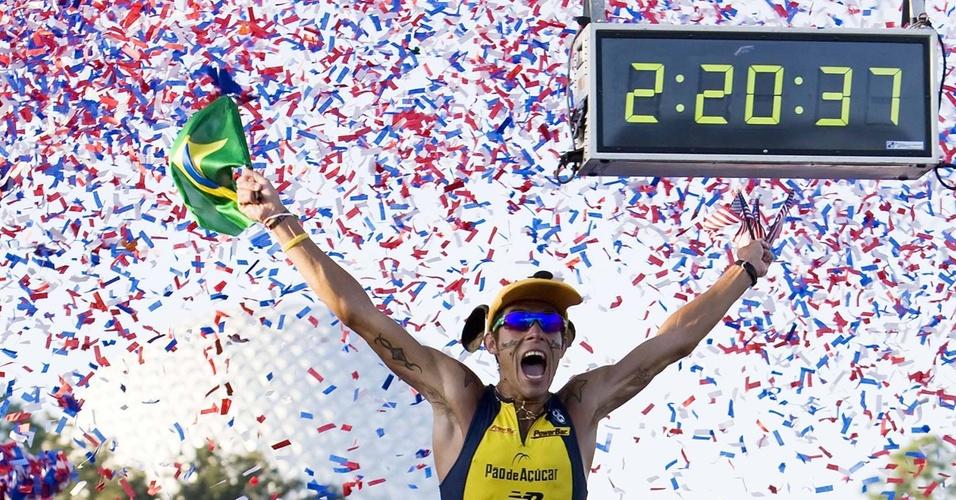 Brasileiro Adriano Bastos chega em primeiro na maratona da Disney de 2009