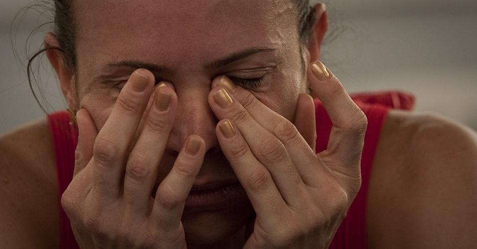 Maurren Maggi chora após sofrer lesão na coxa em SP