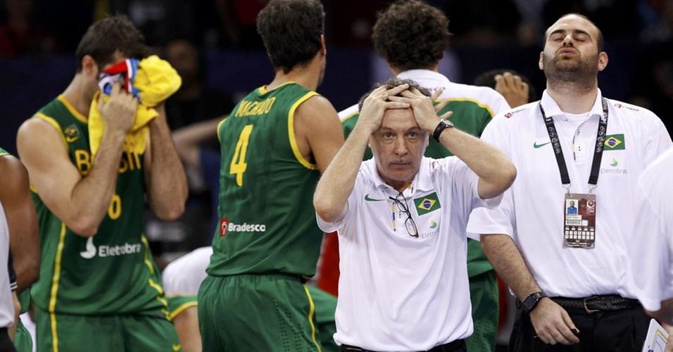 Caras e bocas do técnico do Brasil Ruben Magnano