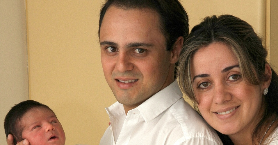 Felipe Massa e a esposa, Raffaela, com seu filho Felipinho