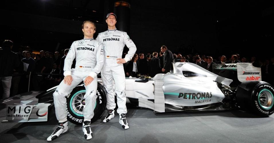 Mercedes apresenta novo carro, com Michael Schumacher e Nico Rosberg