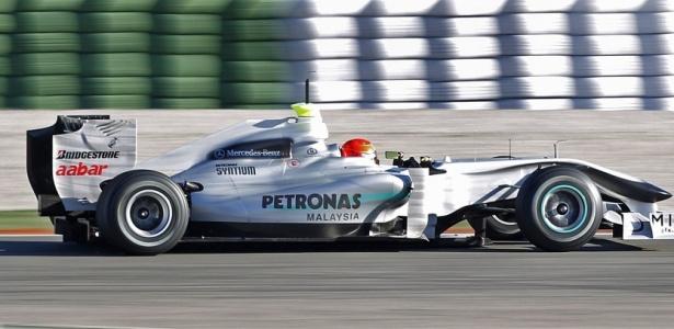 Michael Schumacher participa de teste com a Mercedes em Valência
