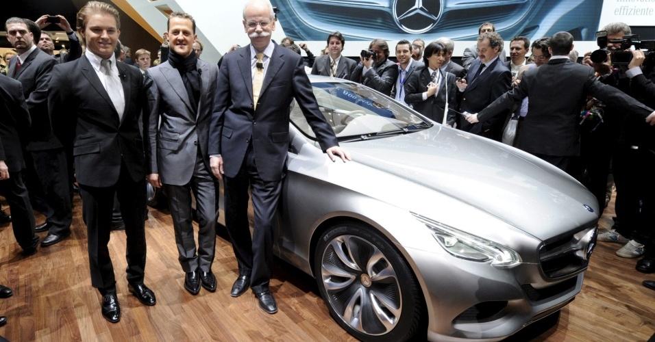 Schumacher e Rosberg apresentam o novo safety car da F1