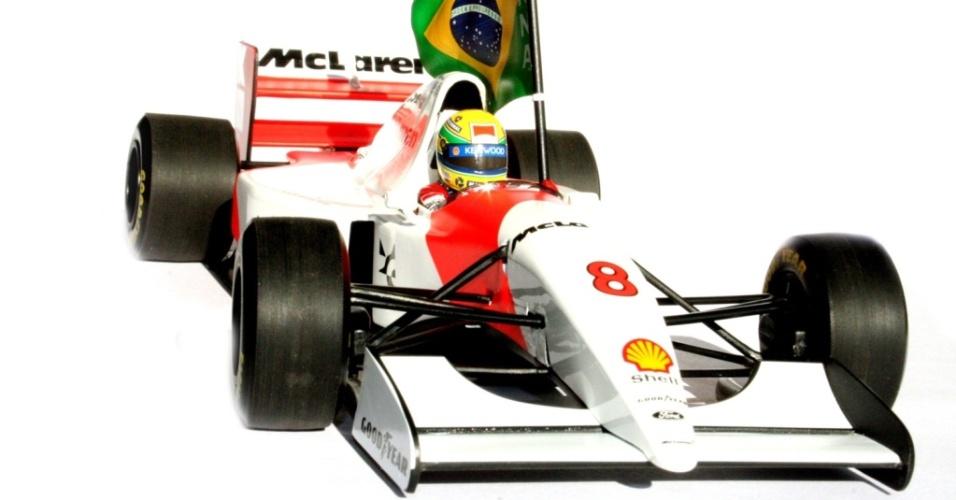Miniatura da McLaren de Ayrton Senna, um dos produtos da marca com o nome do piloto