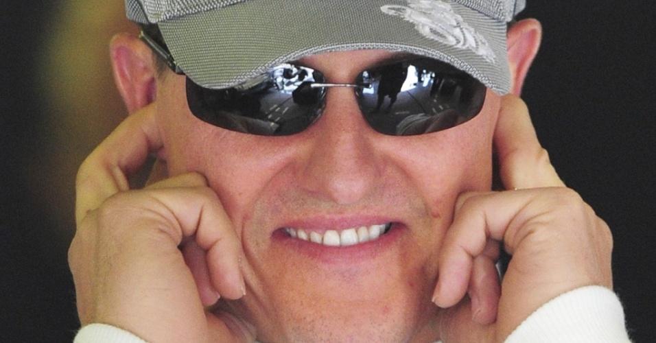 Michael Schumacher cobre as orelhas no primeiro treino para o GP da Espanha