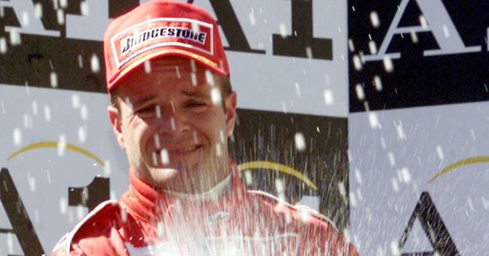 Barrichello chora no pódio após ceder a segunda posição a Michael Schumacher no GP da Áustria de 2001