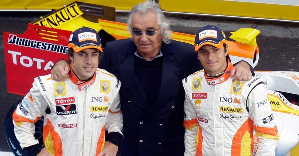 Fernando Alonso e Nelsinho Piquet foram companheiros na Renault em 2008 e 2009 com Flavio Briatore como chefe de equipe