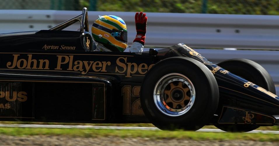 Em Suzuka, Bruno Senna dá volta com carro da primeira vitória do tio, Ayrton
