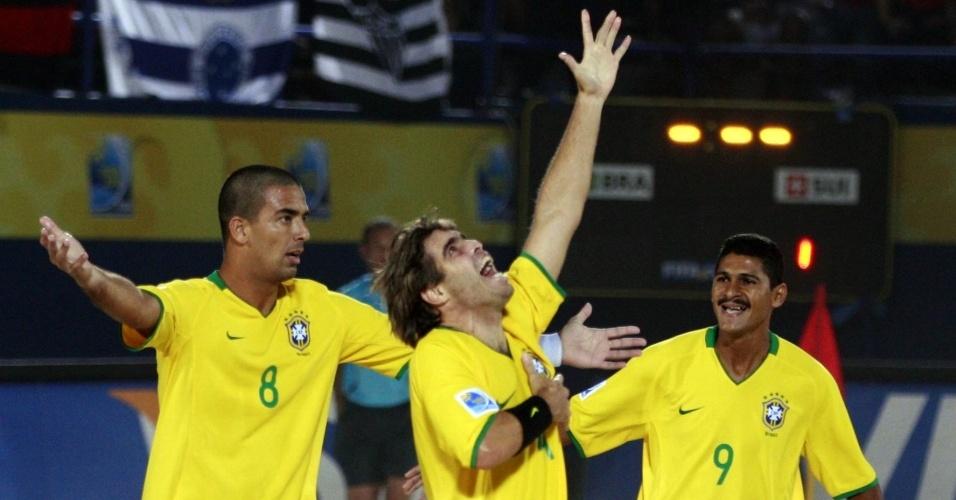 Betinho comemora gol: Brasil vence a Suíça por 10 a 5 e é campeão mundial