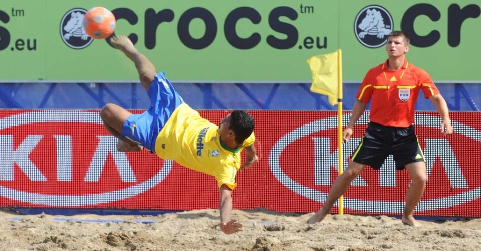 André arrisca chute de biclicleta para a seleção brasileira, que venceu estreia em Portimão