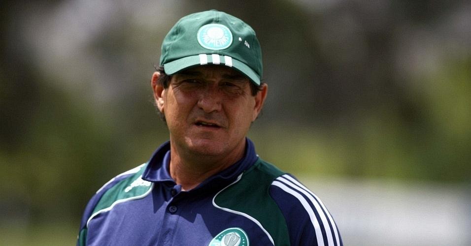 Técnico Muricy Ramalho em treino do Palmeiras