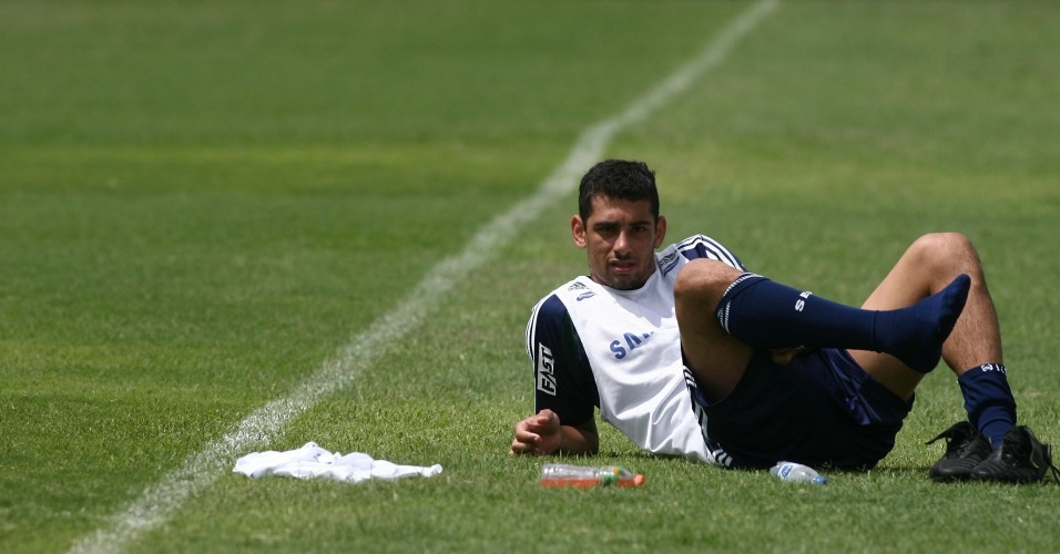 Diego Souza descansa em treino do Palmeiras