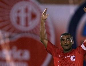 Com a situação delicada do América, Romário resolveu ser dirigente novamente do futebol