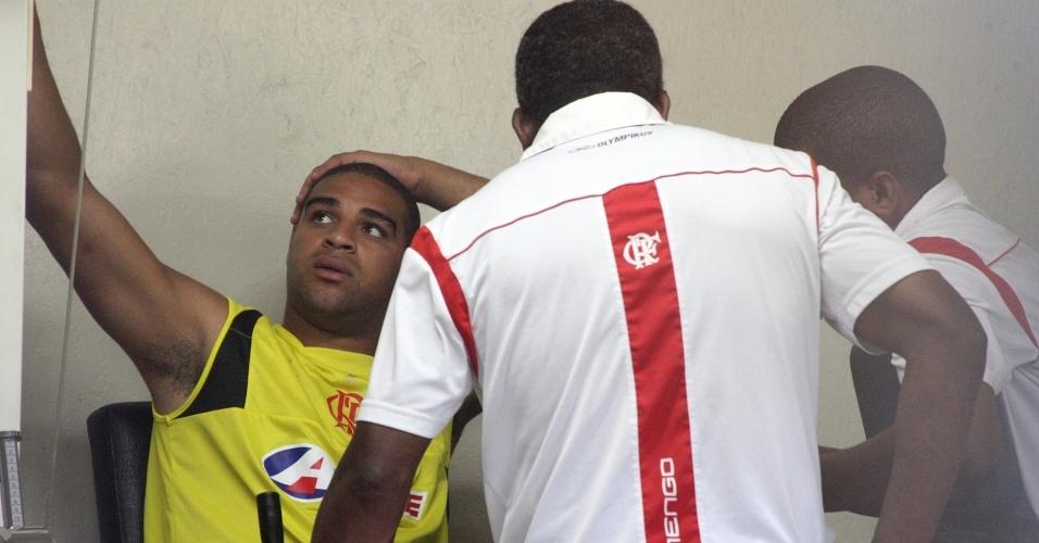 Adriano está fora do jogo contra o Corinthians